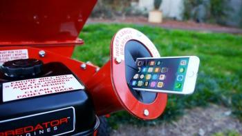 Ağaç öğütme makinesine atılan iPhone 7!