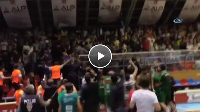 Afyon Belediyespor – Bursaspor Durmazlar Mücadelesinde Yaşanan Olaylar Amatör Kameraya Yansıdı