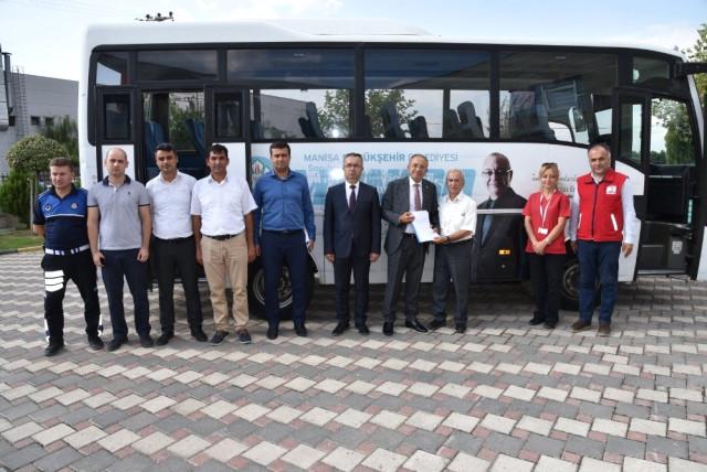 Manisa Büyükşehir den Kızılay a Araç Desteği