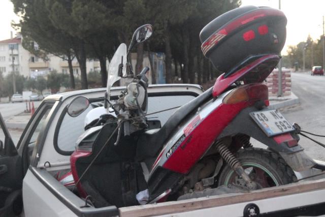 Motorla Otomobil Kafa Kafaya Çarpıştı; 1 Yaralı