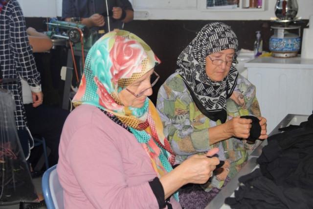 Yaşlı Teyzelerin Öğrenme Azimleri Tüm İlçeye Örnek Oluyor