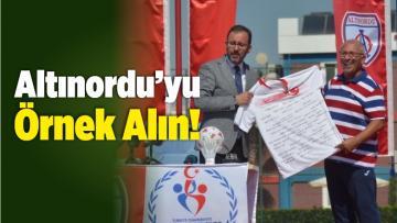 Bakan Kasapoğlu Kulüplere İzmir Ekibini Örnek Gösterdi