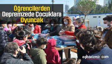 Üniversite Öğrencileri Depremzede Çocuklara Oyuncak Dağıttı