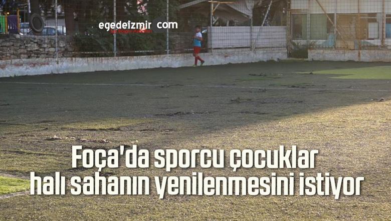 Foça'da sporcu çocuklar halı sahanın yenilenmesini istiyor