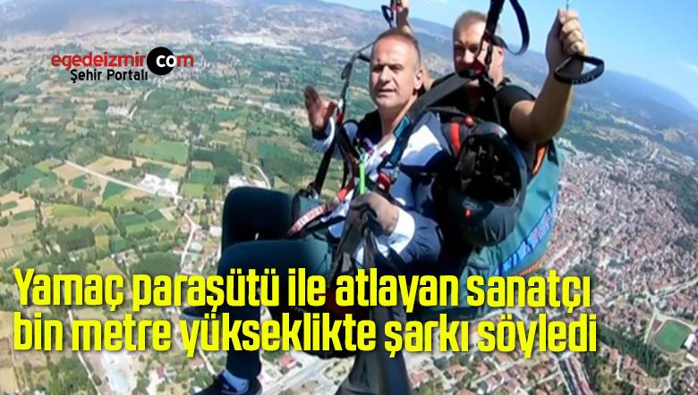 Yamaç paraşütü ile atlayan sanatçı bin metre yükseklikte şarkı söyledi