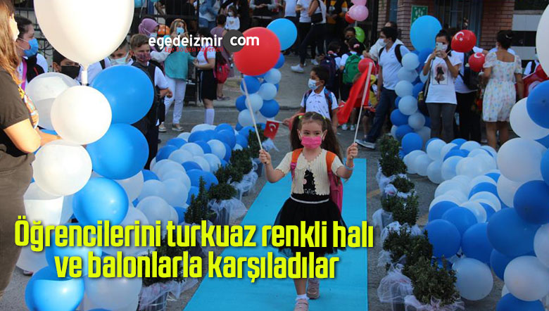 Öğrencilerini turkuaz renkli halı ve balonlarla karşıladılar